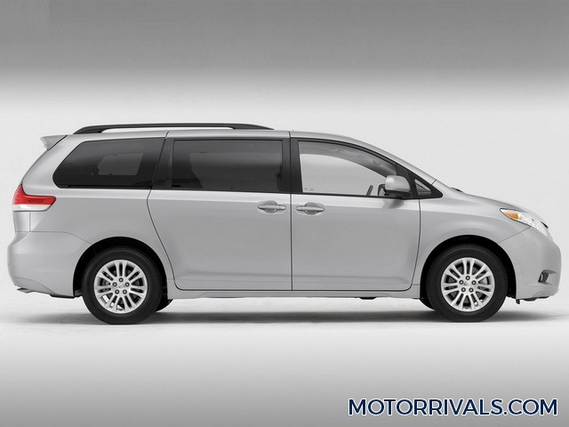 2017 chrysler pacifica vs toyota sienna minivan drag race. Black Bedroom Furniture Sets. Home Design Ideas