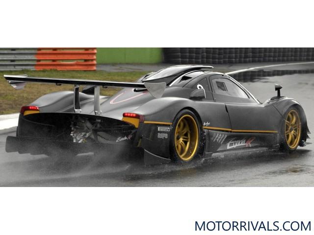 2011 bugatti veyron super sport vs 2010 pagani zonda r. Black Bedroom Furniture Sets. Home Design Ideas